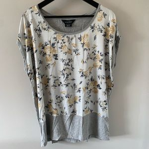 Michel Studio / Grey with Yellow Floral Print Tee